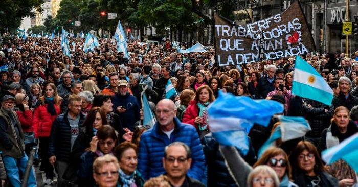 Los argentinos salieron a las calles a apoyar la reelección del presidente argentino Mauricio Macri antes de las elecciones generales del 27 de octubre, el 24 de agosto de 2019, Buenos Aires. Foto de RONALDO SCHEMIDT/AFP/Getty Images.