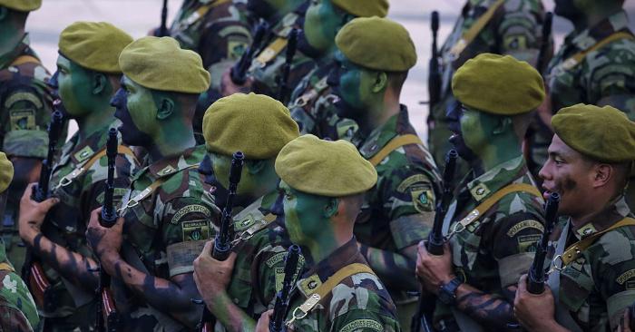 Soldados del ejército nicaragüense, en la plaza Juan Pablo II de Managua el 3 de septiembre de 2016. Foto de INTI OCON/AFP/Getty Images.