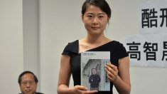 Ver a su padre torturado por el régimen comunista la inspiró a alzar su voz por los inocentes en China