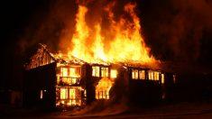 Heroico tío termina con quemaduras de 3er grado al salvar a su sobrina de un incendio