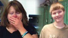Un adolescente muere y su madre de luto lee su último mensaje de texto y descubre por qué