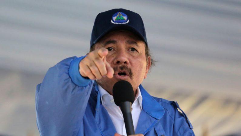 El líder nicaragüense, Daniel Ortega, habla con sus partidarios durante un encuentro  por los 40 años de la toma del Palacio Nacional por la guerrilla sandinista en Managua el 22 de agosto de 2018. (INTI OCON/AFP/Getty Images)