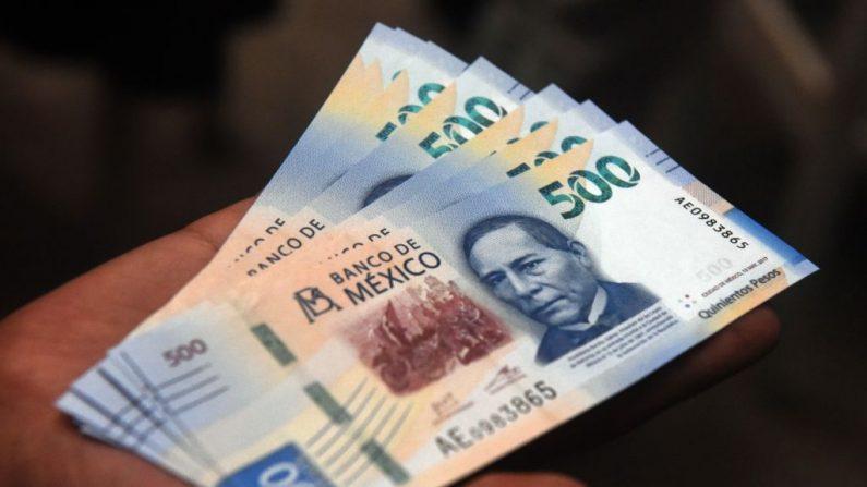 México presenta su nuevo billete de 500 pesos durante una ceremonia en el Banco de México en la Ciudad de México, el 27 de agosto de 2018. (RODRIGO ARANGUA/AFP/Getty Images)