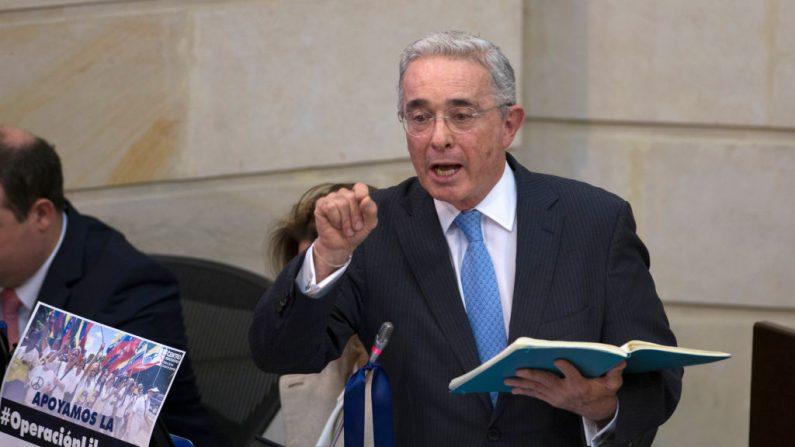 El senador y expresidente Álvaro Uribe Vélez durante una sesión plenaria sobre la presentación de objeciones del gobierno a la Jurisdicción Especial para la Paz (JEP), en el Congreso Nacional en Bogotá, Bogotá, Colombia, el 30 de abril de 2019. (DIANA SANCHEZ/AFP/Getty Images)