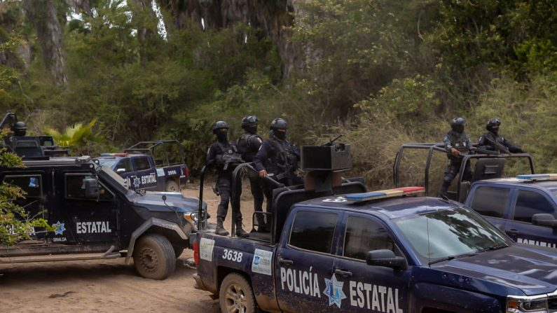Agentes de la policía estatal en las cercanías de El Dorado, Estado de Sinaloa, México, el 4 de junio de 2019. (RASHIDE FRIAS/AFP/Getty Images)
