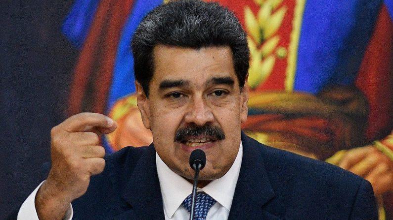 Nicolás Maduro, dictador de Venezuela gesticula mientras habla durante la ceremonia en el Palacio de Miraflores el 27 de junio de 2019 en Caracas, Venezuela. (Foto de Matias Delacroix/Getty Images)