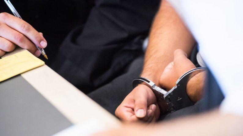 Un joven de 18 años violó a una colegiala de 13 años y le transmitió una enfermedad sexual. Fue condenado a 5 años de prisión en el Reino Unido.  Imagen de archivo. ( ANDREAS ARNOLD/AFP/Getty Images)