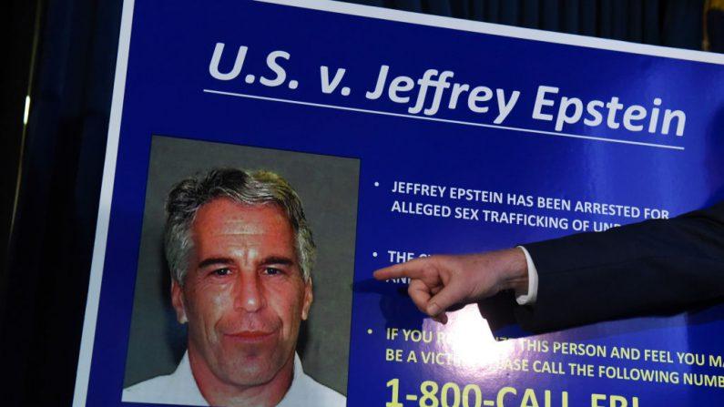 El Fiscal Federal para el Distrito Sur de Nueva York, Geoffrey Berman, anuncia cargos contra Jeffery Epstein el 8 de julio de 2019 en la ciudad de Nueva York. Epstein será acusado de un cargo de tráfico sexual de menores y un cargo de conspiración para participar en el tráfico sexual de menores. (Stephanie Keith / Getty Images)