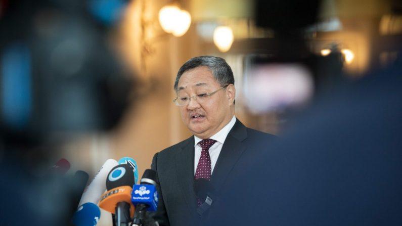 Fu Cong, director del Departamento de Control de Armas del Ministerio de Relaciones Exteriores de China, habla con los medios de comunicación en el Palacio Coburg en Viena, Austria, el 28 de julio de 2019. (Alex Halada/AFP/Getty Images)