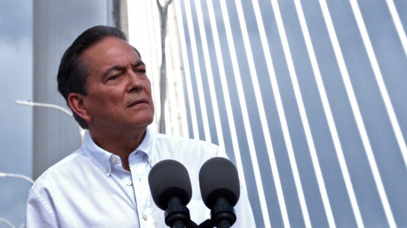 El presidente panameño Laurentino Cortizo habla durante la inauguración del Puente Atlántico sobre el Canal de Panamá, en Colón, a 80 km de la ciudad de Panamá, el 2 de agosto de 2019. (IVAN PISARENKO/AFP/Getty Images)
