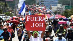 Hondureños salen por segundo día a calles para exigir renuncia del presidente