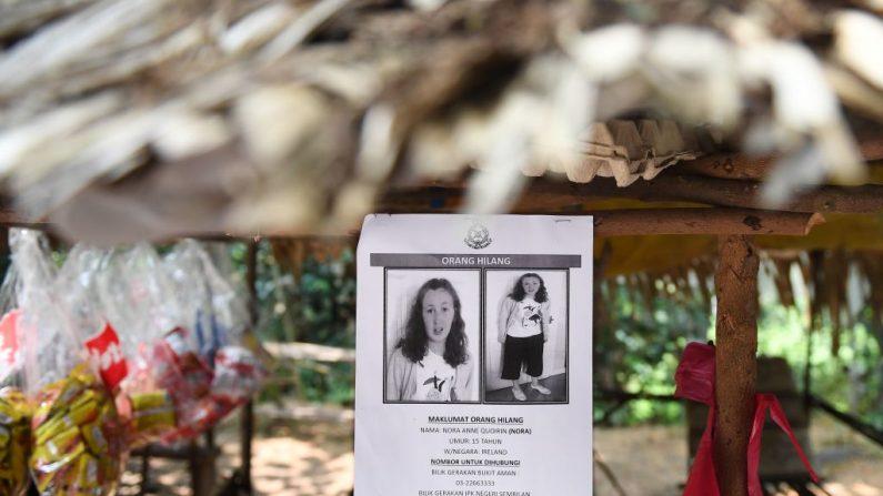 Un cartel para la adolescente franco-irlandesa desaparecida de 15 años, Nora Quoirin, se muestra en un puesto en Seremban el 13 de agosto de 2019. (MOHD RASFAN / AFP / Getty Images)