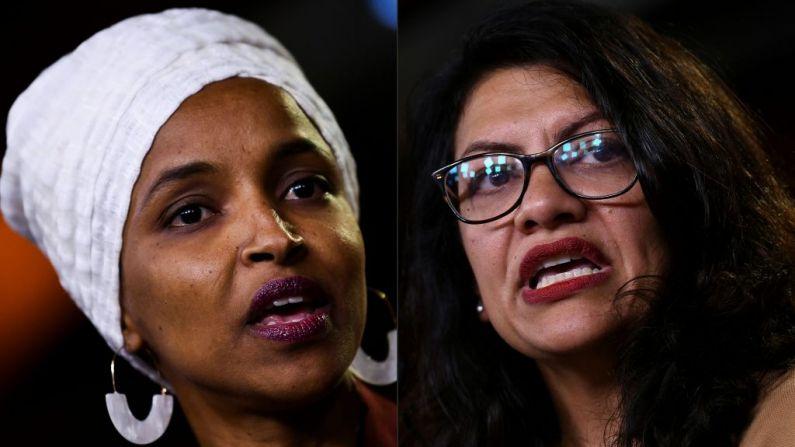 Esta combinação de fotos criadas em 15 de agosto de 2019 mostra os representantes democratas dos EUA Ilhan Abdullahi Omar (L) e Rashida Tlaib durante uma coletiva de imprensa, para tratar de comentários feitos pelo presidente dos EUA Donald Trump no início do dia, no Capitólio dos EUA em Washington, DC em 15 de julho de 2019. (BRENDAN SMIALOWSKI/AFP/Getty Images)