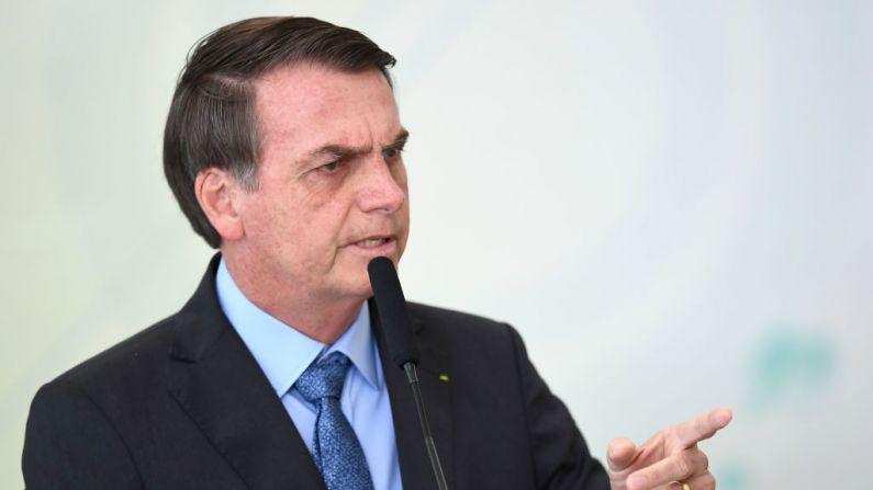El presidente de Brasil, Jair Bolsonaro, pronuncia un discurso durante la celebración del Día Internacional de la Juventud en el Palacio de Planalto en Brasilia el 16 de agosto de 2019. (EVARISTO SA/AFP/Getty Images)