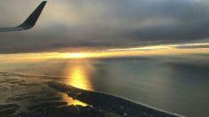 Piloto filma su propio rescate después que su avión cae al mar y dentro del agua lo pican las medusas