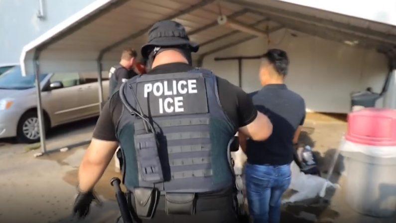 Arrestan en Misisipí a 680 inmigrantes ilegales en la mayor redada en una década, el 7 de agosto de 2019. EFE