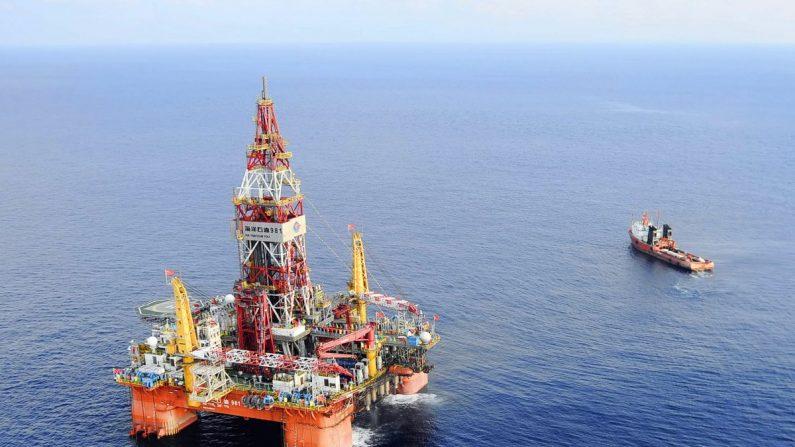 Plataforma petrolífera de Haiyang Shiyou, a primeira sonda de perfuração em águas profundas desenvolvida na China, Mar da China Meridional em 7 de maio de 2012 (Xinhua, Jin Liangkuai / AP)