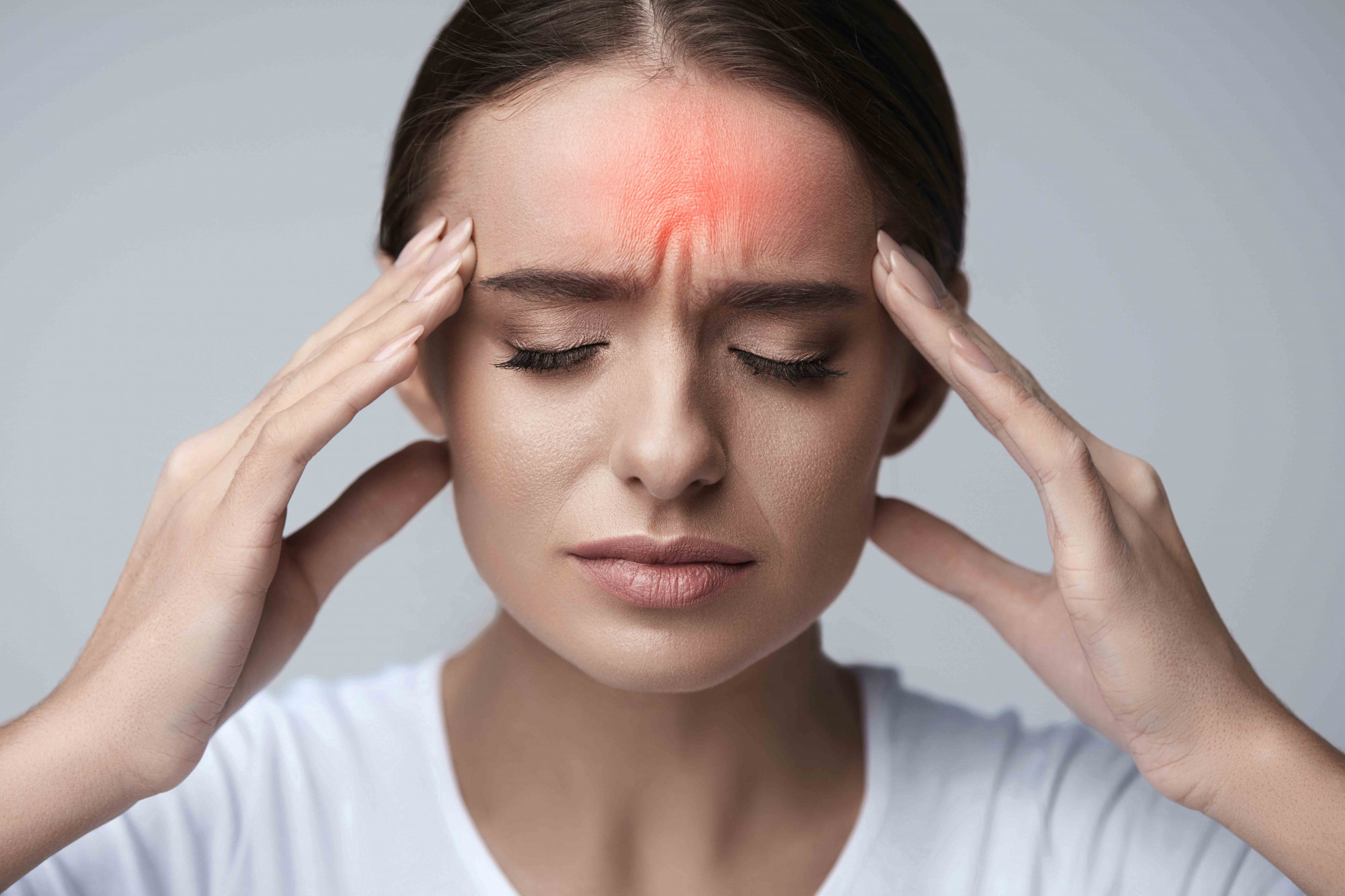 presión de infección del oído detrás de los ojos