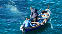 Pescadores ven sombra gigante bajo el agua y temen lo peor, luego todo termina en un épico rescate