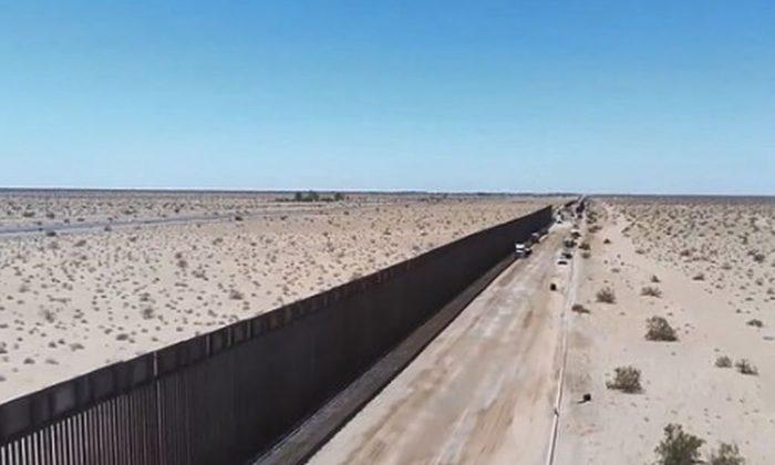 Vallado de acero cerca de San Luis, Arizona, durante el fin de semana (CBP)