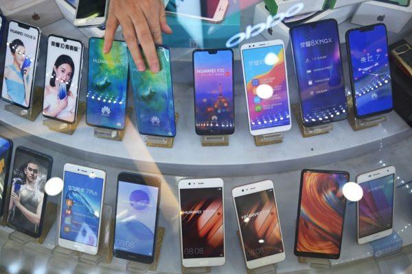 Smartphones da fabricante Huawei em uma loja em Xangai em 27 de maio de 2019 (HECTOR RETAMAL / AFP / Getty Images)
