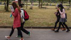 Policía china defiende a un padre que amenaza a sus hijos con quemarlos y apuñalarlos