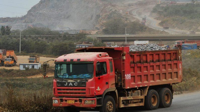 Un camión conduciendo en China en foto de archivo. (VCG/VCG a través de Getty Images)