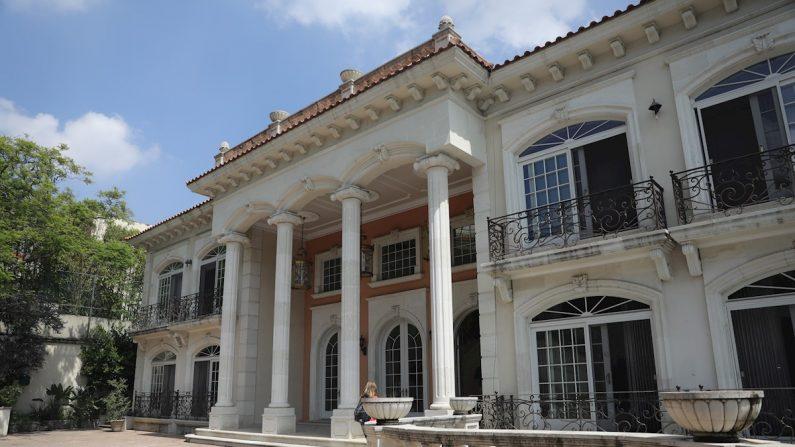Vista de la casa del empresario chino Zhenli Ye Gon, en Ciudad de México. EFE/Sáshenka Gutiérrez