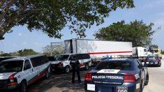 Rescatan 65 migrantes de la India abandonados en un camión en México