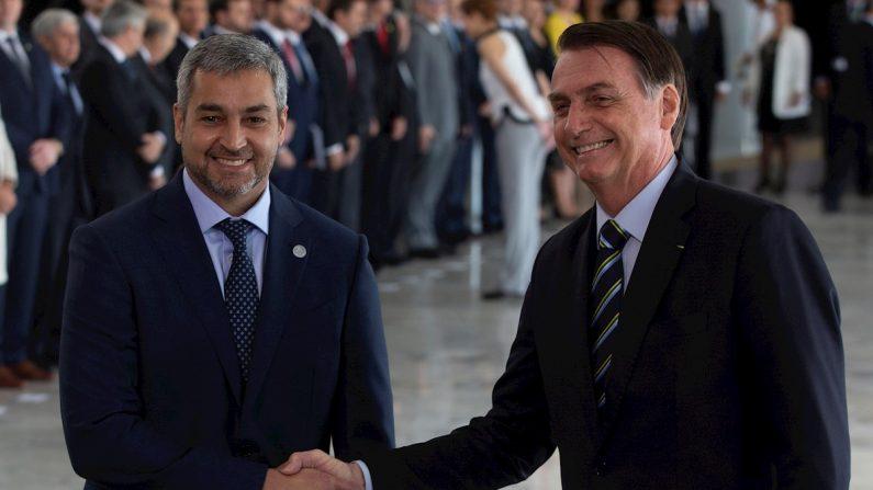 El presidente de Paraguay, Mario Abdo Benítez (i), y su homólogo de Brasil, Jair Bolsonaro (d). EFE/Joédson Alves/Archivo