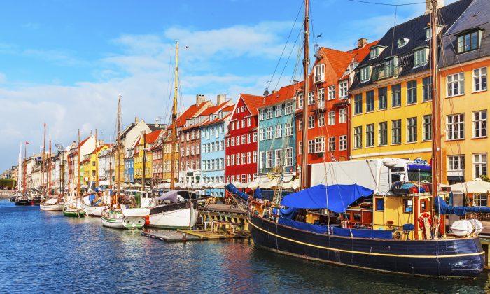Los países escandinavos son hermosos, como en esta foto de Copenhague, Dinamarca. Y son menos socialistas de lo que la gente piensa. (OlgaCanals/iStock)