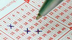 Inmigrante gana USD 60 millones en la lotería después de jugar 30 años a los mismos números