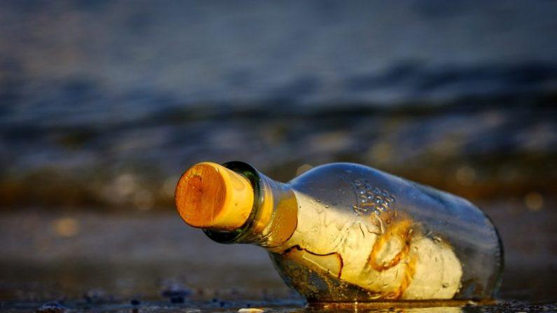 Imagen ilustrativa de un mensaje en una botella. (Atlantios/Pixabay)