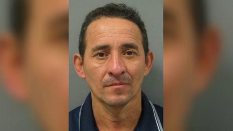 Nelson Reyes Medrano, de 46 años, está acusado de violar a una niña de 16 años en su habitación en el condado de Montgomery, Maryland. (Departamento de policía del condado de Montgomery)