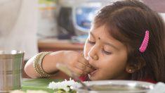 En la India comen con la mano y sus buenas razones te animarán a intentarlo