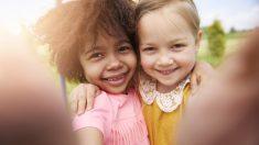 """El nacimiento de estas gemelas dejó en shock a sus padres. Son un caso de """"1 en un millón"""""""