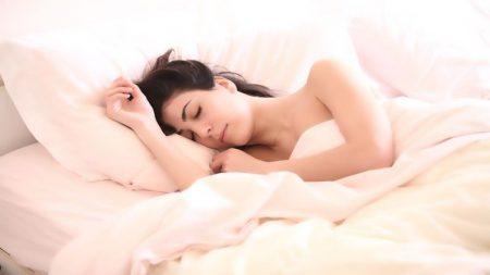 10 posiciones para dormir: tu postura favorita para descansar  puede revelar tu verdadera personalidad