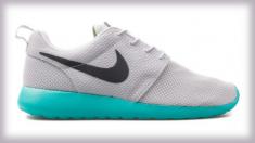 Ropa deportiva Nike crea un enigma óptico: ¿qué colores ves tú, rosa y blanco o azul y gris?