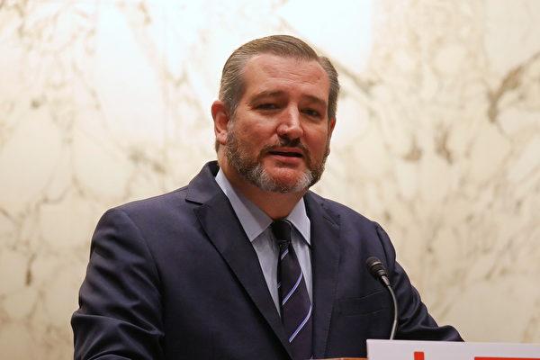 El senador republicano por Texas, Ted Cruz, habla en el Foro de China organizado por la Fundación Monumento de las Víctimas del Comunismo en Washington, el 26 de septiembre. (Sherry Dong/La Gran Época)