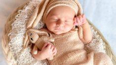 Bebé que casi muere por falta de un corazón recibe el regalo de su vida en su primer cumpleaños
