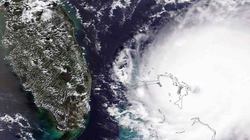 Una foto proporcionada por la NASA el 2 de septiembre de 2019 muestra al huracán Dorian sobre las Bahamas, el 1 de septiembre de 2019. (EFE/EPA/NASA)