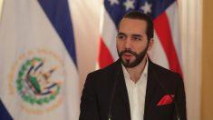 """El presidente Bukele dice que """"no es tiempo de abrir"""" economía en El Salvador"""