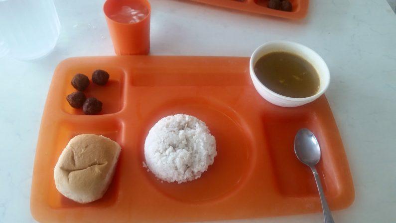 Foto del almuerzo publicada por Dennis Reyes Gómez (Facebook)