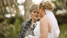 Visita a su abuela antes de casarse para cumplirle su último deseo y hace llorar a miles