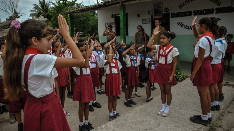 Fotos de alunos do ensino fundamental de Cuba, na província de Granma (AFP / Getty Images)