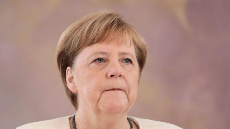 A chanceler alemã Angela Merkel participa de uma cerimônia em que o novo Ministro da Justiça do país recebeu seu certificado de nomeação pelo presidente alemão Frank-Walter Steinmeier no palácio presidencial de Bellevue, em Berlim, em 27 de junho de 2019. - Durante o cerimônia, Merkel sofreu um novo tremor. , apenas uma semana depois de levantar preocupações, tremendo visivelmente em outra cerimônia oficial (KAY NIETFELD / AFP / Getty Images)