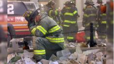 """13 hijos de bomberos caídos del 11-S se graduaron para """"seguir los pasos de sus padres"""""""