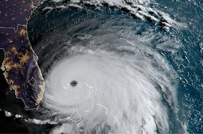 Huracán Dorian en una imagen de satélire del 2 de septiembre de 2019 a las 11:17, hora UTC. El ojo del huracán se encuentra en la isla Gran Bahamas a 200 km al este de Florida. (GOES)