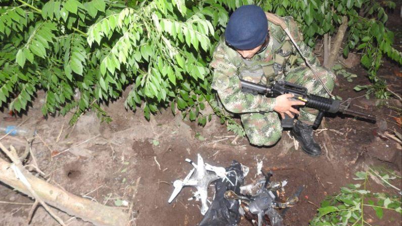 Drones bomba encontrados no auge da vila de Alto Agua Clara em Tumaco (Nariño) por tropas do batalhão contra o narcotráfico número 4 do exército colombiano (Exército Nacional da Colômbia / @ COL_EJERCITO)