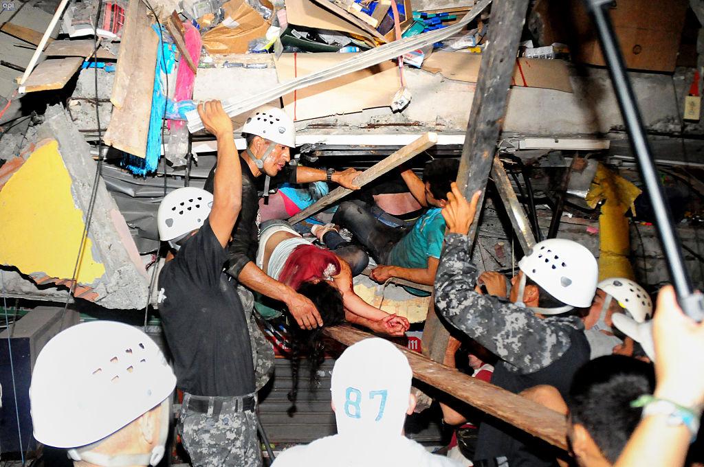 terremoto-rescatistas